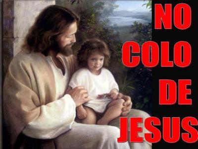 No Colo de Jesus