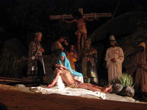 Jesus é retirado da Cruz - Nova Jerusalém - Pe.