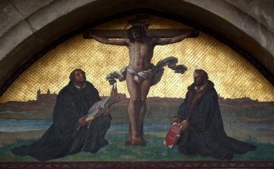 Imagem de Martinho Lutero ocupando o Lugar de Maria aos pés da cruz de Jesus