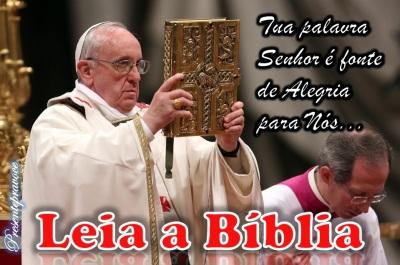 Papa_Francisco_leia_a_Bíblia