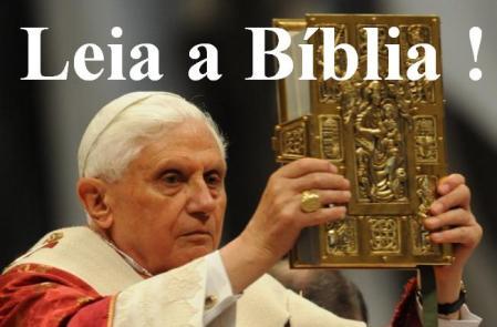 Papa recomenda a Bíblia
