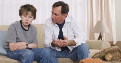 pai-conversando-com-filho-discussao-entre-pai-e-filho-educacao-pais-e-filhos-familia-1282951270957_956x500[1]