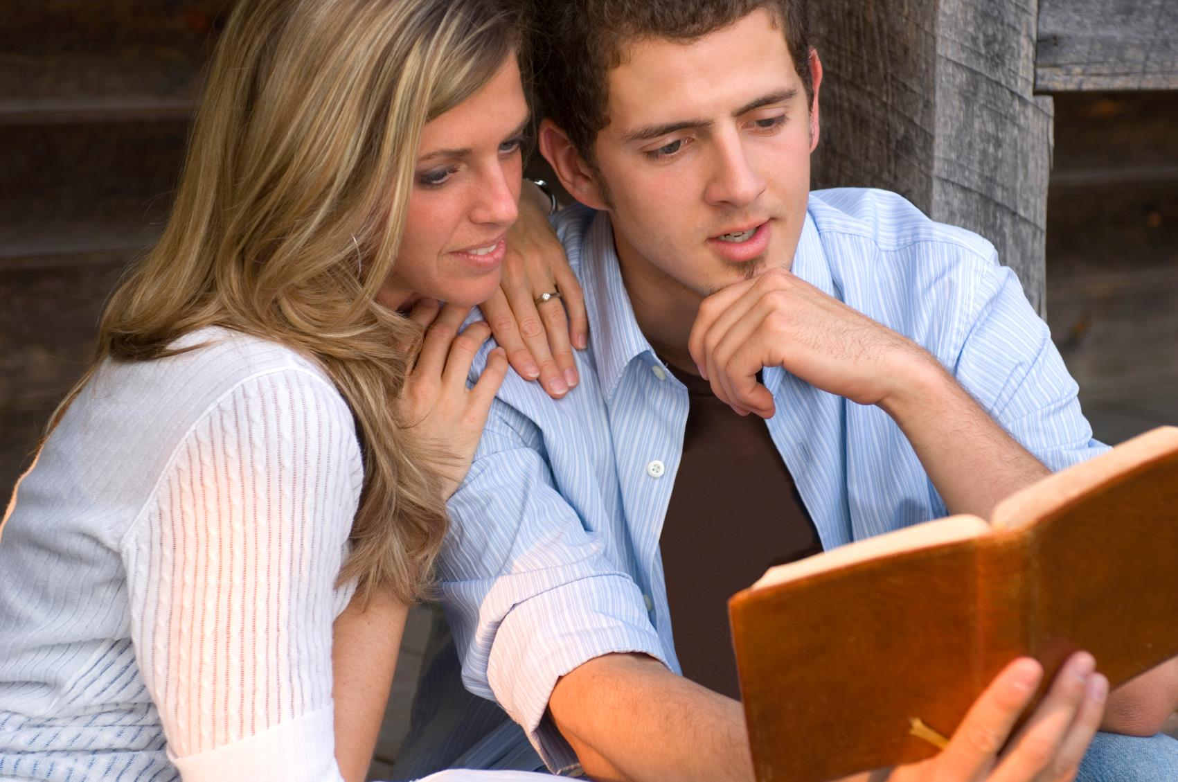 """the bibles view on dating Christian dating advice  bill brinkworth """"be ye not unequally yoked together with unbelievers: for what fellowship hath righteousness with unrighteousness and what communion hath light with darkness."""