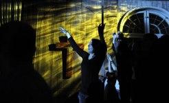 Jovem_na_Igreja