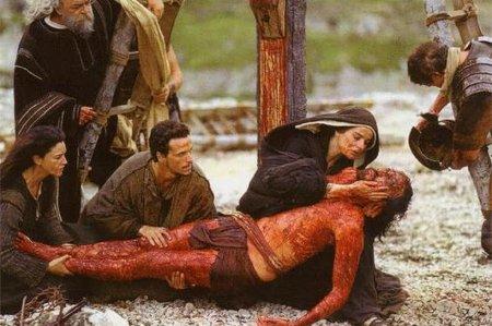 Maria_recebe_jesus_aos_pes_da_cruz_Pieta