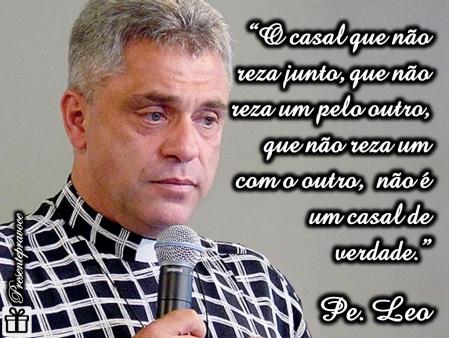O_Casal_que_reza_junto_Pe_Leo