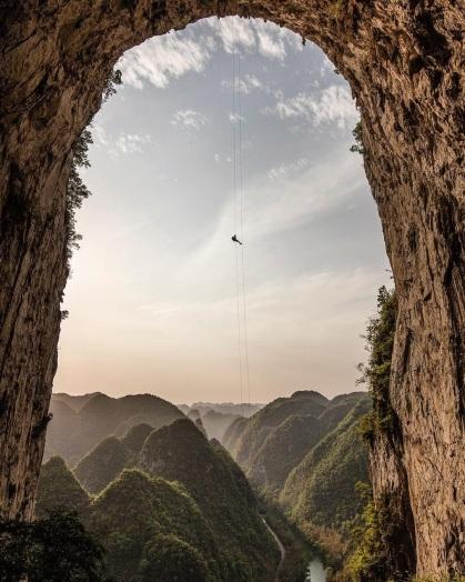 alpinista_pendurados